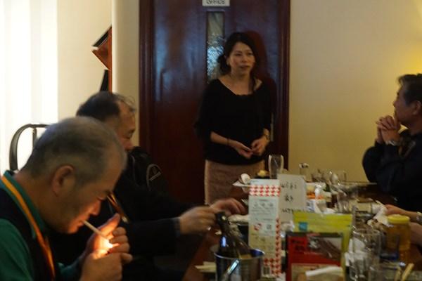 お店の店長さんです。広島県出身ですよ。料理で忙しいですが、皆さんゆっくりしていってくださいね^^