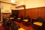その他2-3 客間でしょうか少し椅子の幅が広い