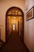 その他2-6 廊下の幅は割と狭く整然としていました